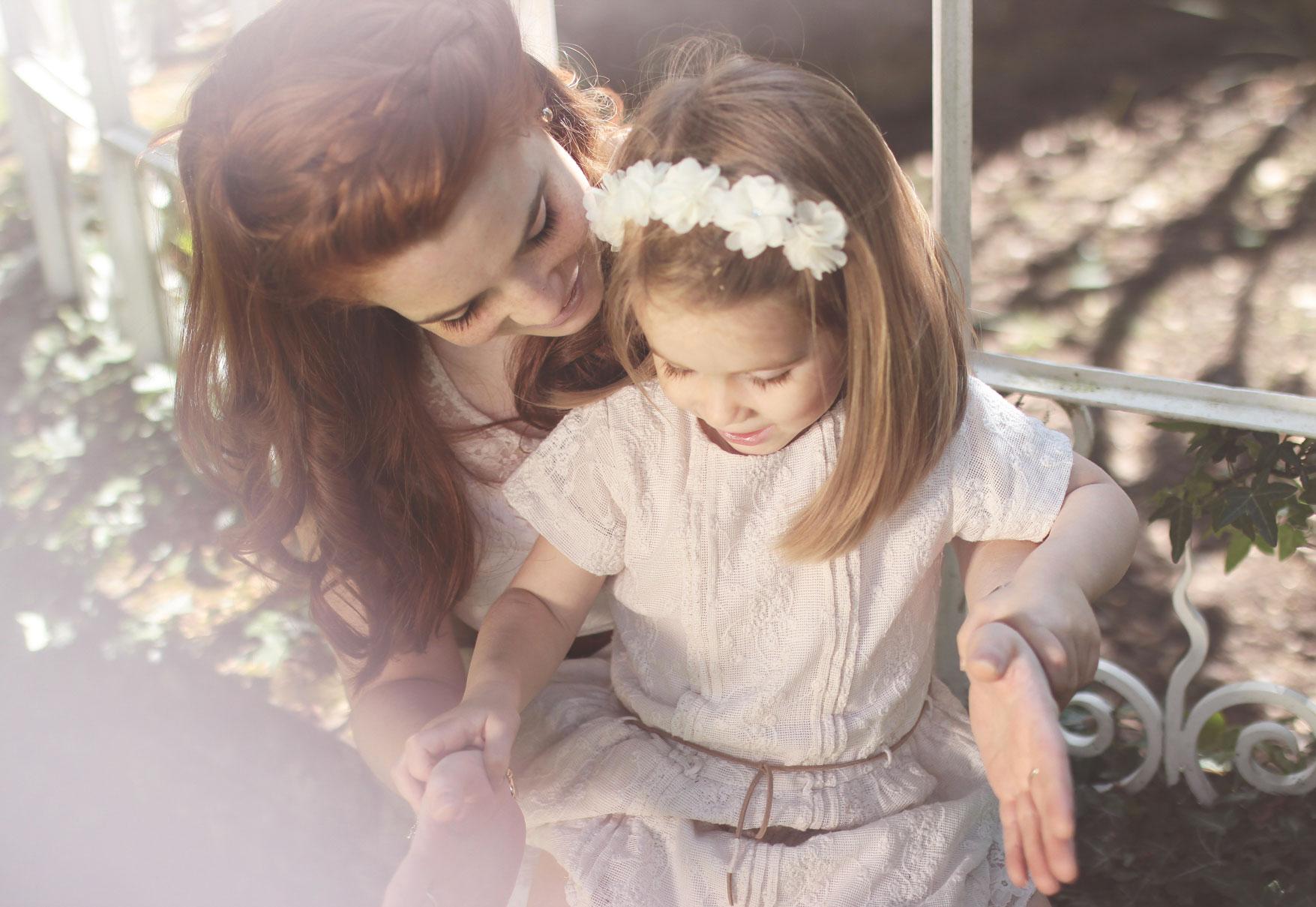 Une maman et sa fille trés complice