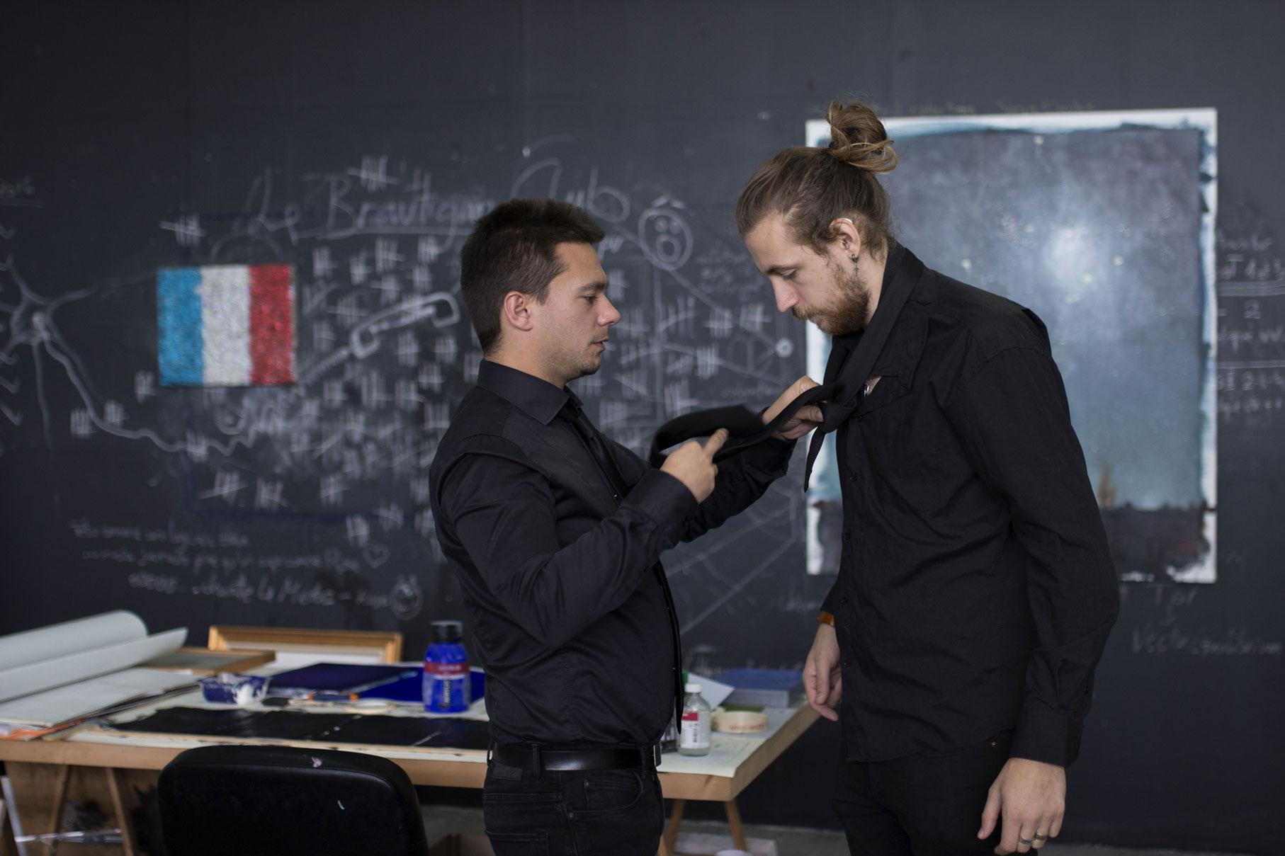 photo backstage d'un shooting de promotion pour le groupe de rock français