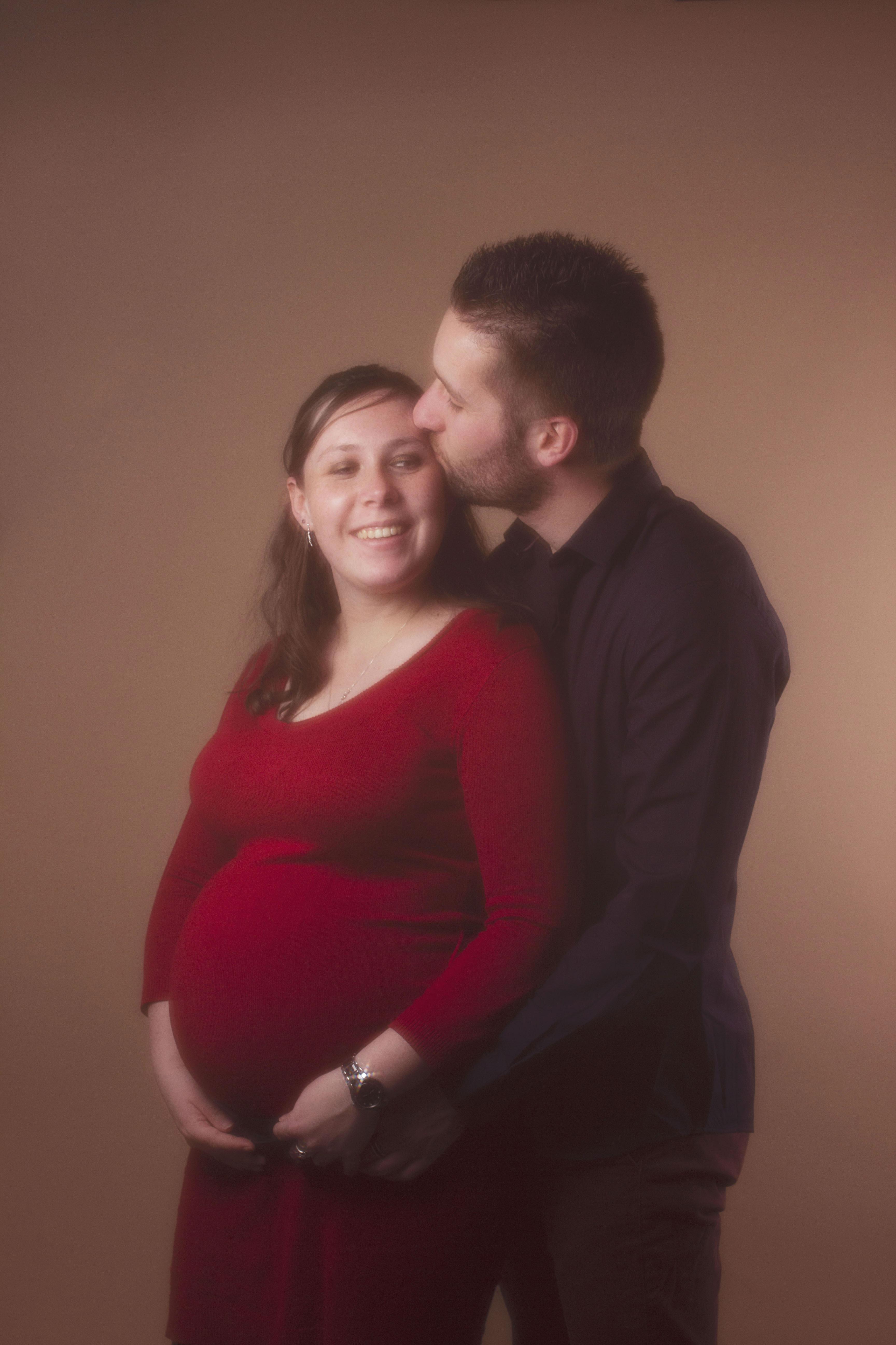 portrait studio couple et grossesse