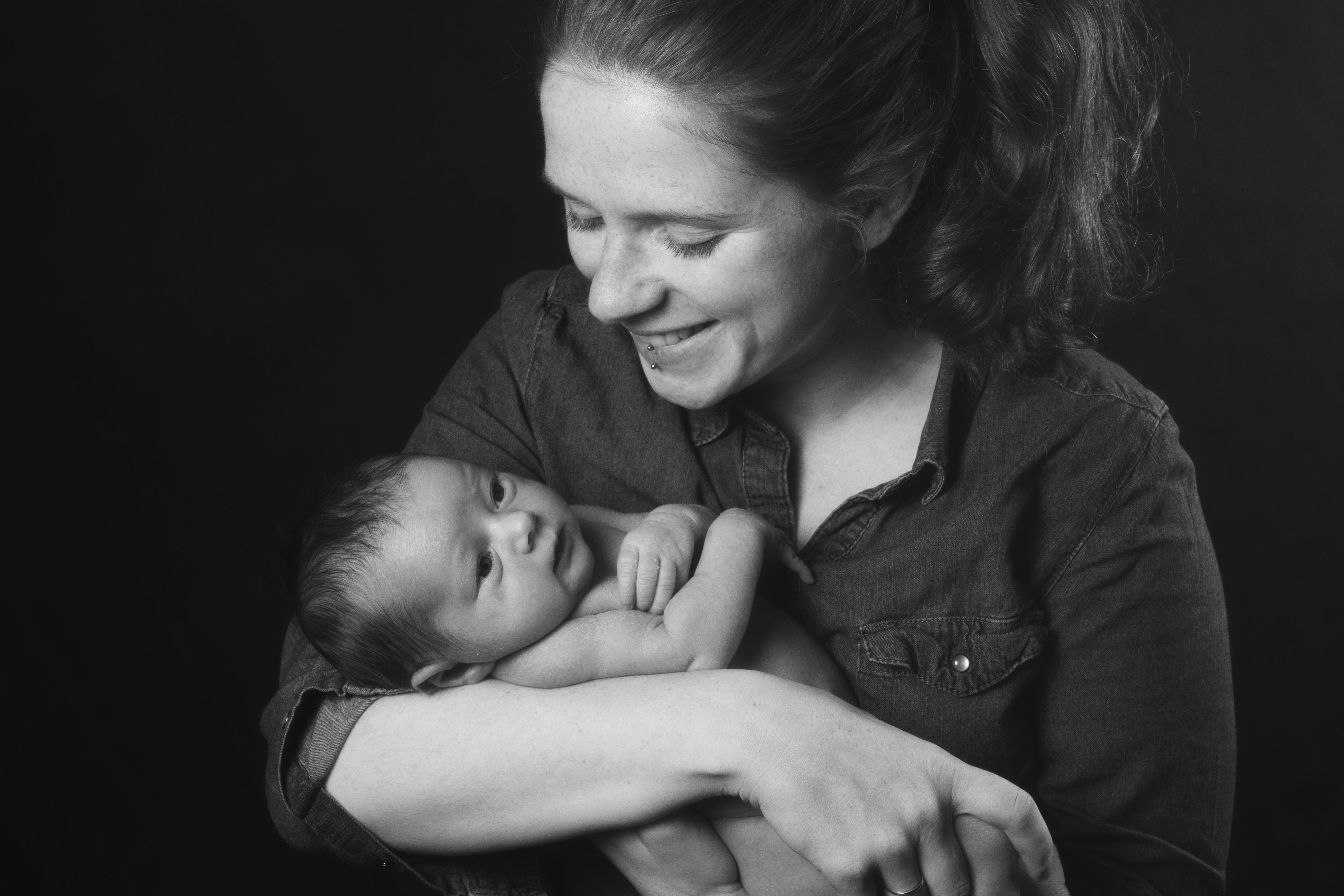 portrait studio mère et son nouveau né