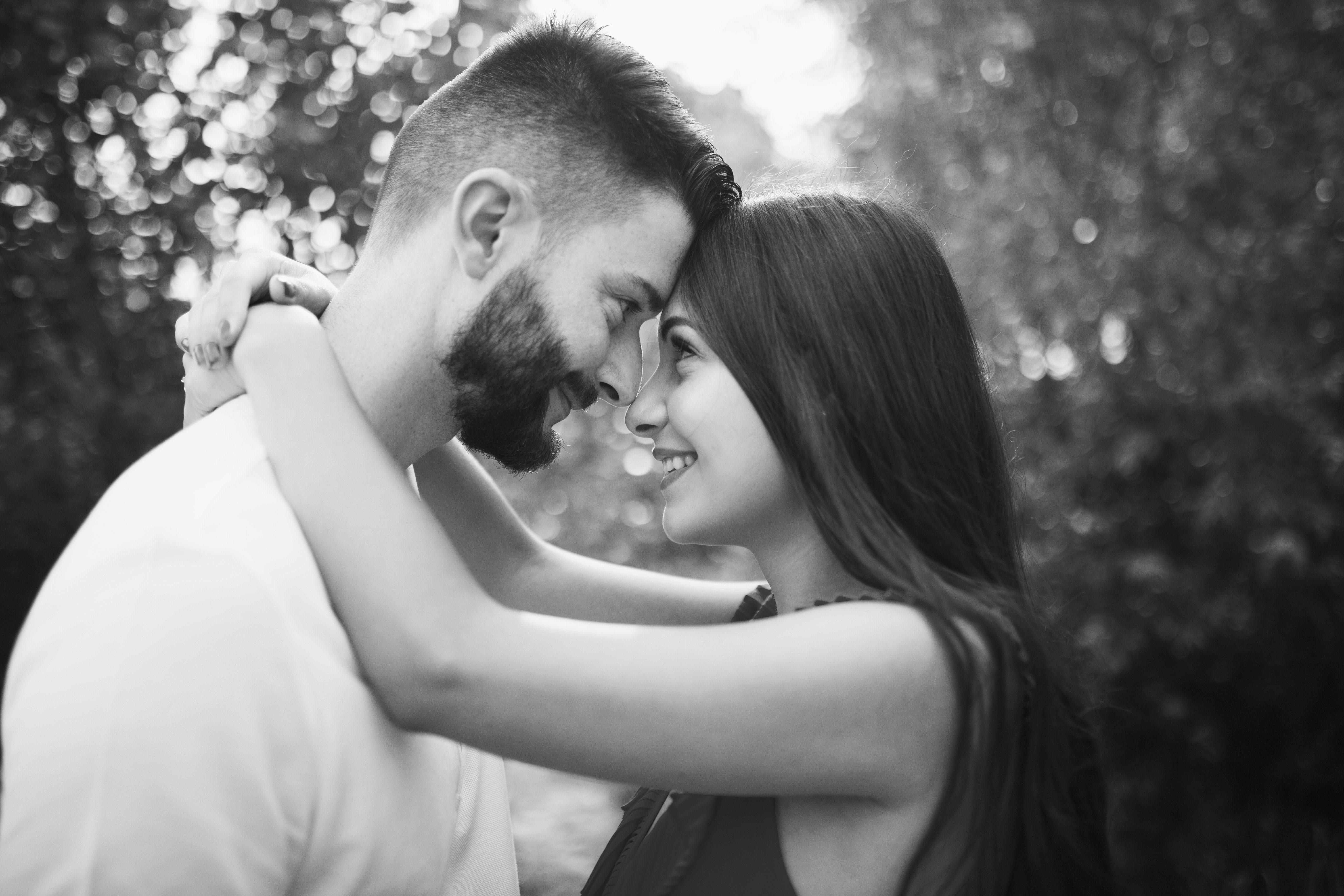 portrait d'un couple en noir et blanc
